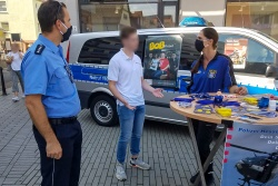 "Auf zwei ""Rädern"" unterwegs durch die Wetterau - Einstellungsberaterinnen Corina Weisbrod + Melanie Julius ""on Tour"": Wochenmarkt am Niddaplatz in Bad Vilbel"