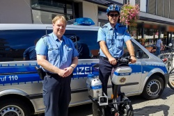 "Auf zwei ""Rädern"" unterwegs durch die Wetterau - Einstellungsberaterinnen Corina Weisbrod + Melanie Julius ""on Tour"": Wochenmarkt in Bad Vilbel mit Aktion Bob, Mirko Berg (Aktion BOB) und Michael Pollesch (Segway)"